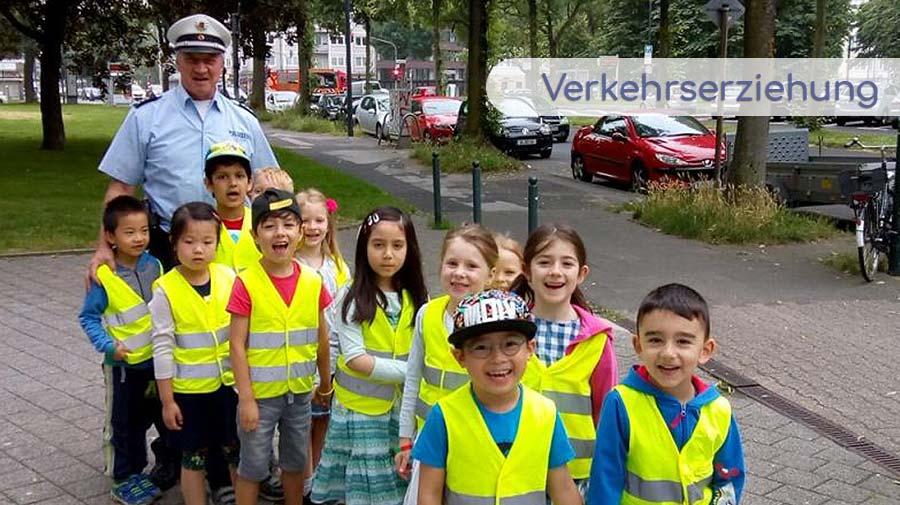 Verkehrserziehung in Zusammenarbeit mit der örtlichen Polizei